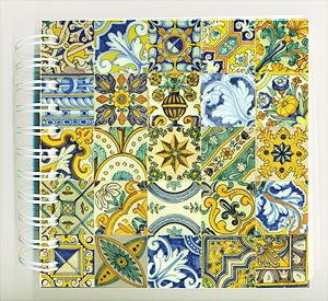 Llibreta de 15 x 15cm amb models de rajoles dels segles XVI al XVIII de la col·lecció de rajoles de Salvador Miquel